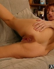 Phat-ass mama shows pussy