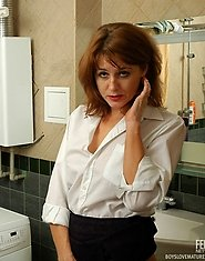 Casual meeting turning into fucking bout with lusty mature babe and hot guy