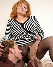 Awesome mature babe teasing guy with her lacy pantyhose and fucking talents