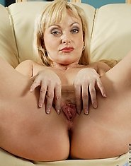 Cock starved cougar takes turns fucking her needy pussy and asshole with anal beads
