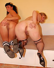 Two old and young lesbians got on a naughty sex date