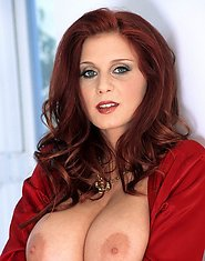 Gorgeous redhead with an all-natural rack