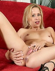 Anilos cougar payton leigh exposes her dark elongated nipples and her sweet matured pussy