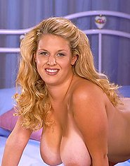 Voluptuous blonde Carrie Lynn
